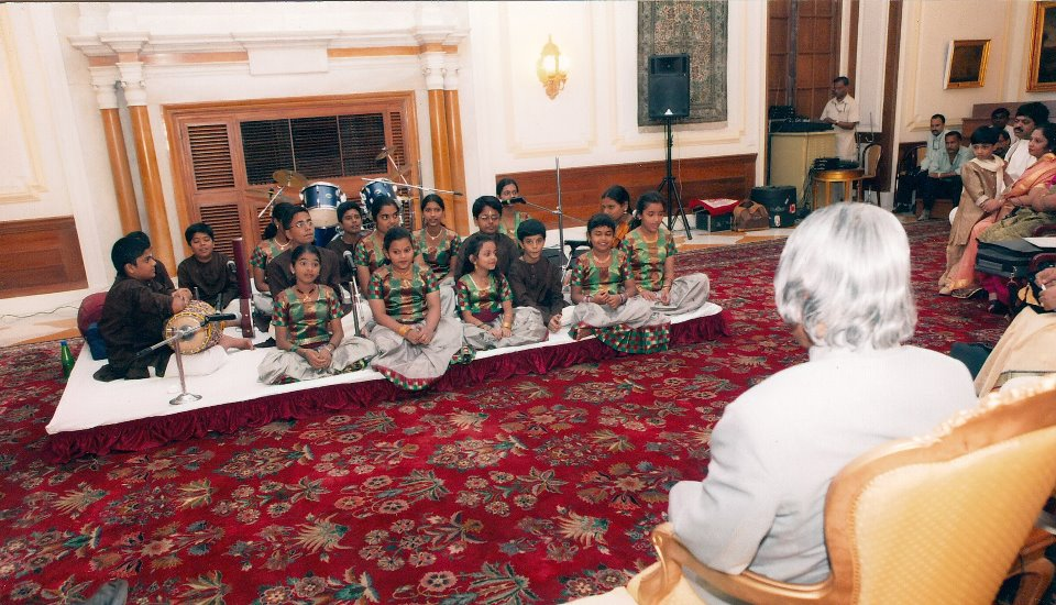Issai Mazhalai kids performing in front of late President, Dr. APJ Abdul Kalam at Rashtrapati Bhavan
