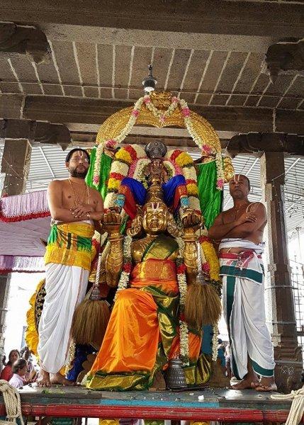 Sri Vardhar Garuda Sevai Purapadu.jpg