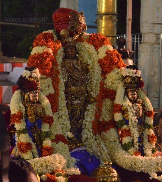 Kanchipuram Sri Peruralan Chariot.jpg