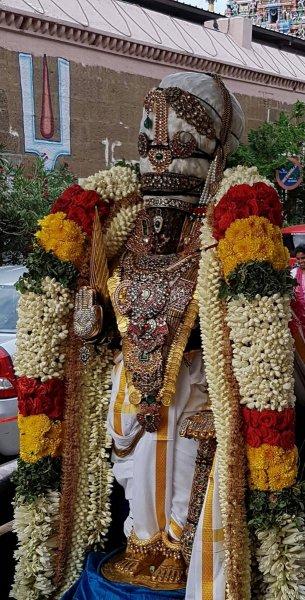 Kodai utsavam sathumorai sri parthasarathy swami purapadu.jpg